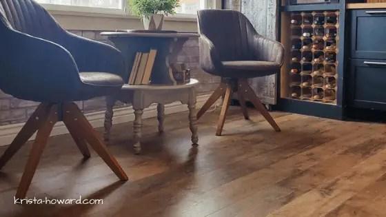 Vintage Style Kitchen Nook with Barnwood Look Laminate Floors
