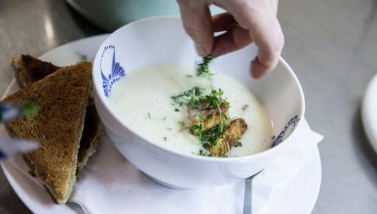 Vardags-potatissoppa med Lax & Chévre-toast.