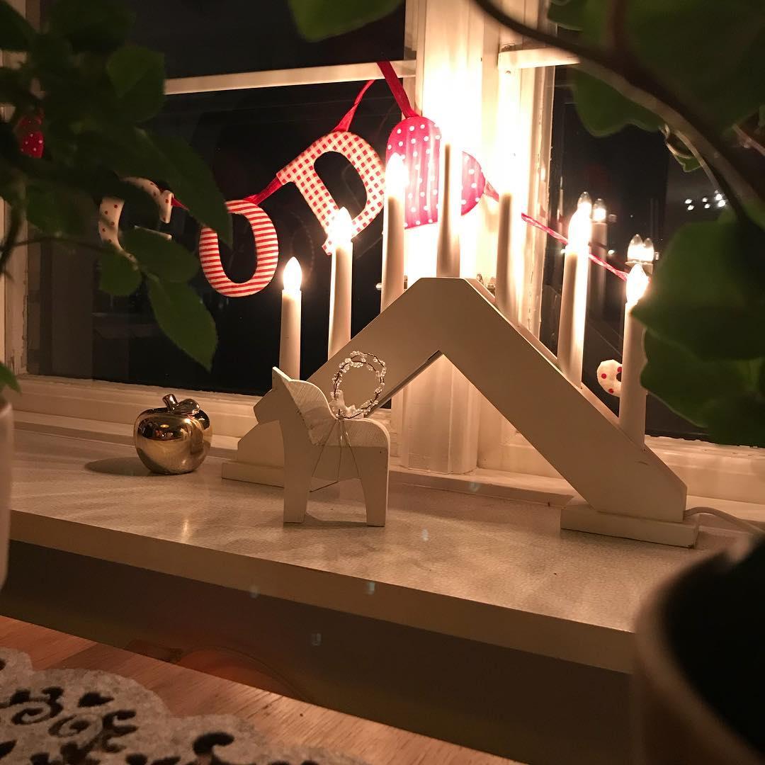 Nu är det (tydligen) jul igen. @knappare bärsärk igen med pyntet! Eller så har det med morgondagens filmande med @couvert.se & @squidpop_produktion att göra?