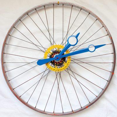 Repurposed-Bike-Wheel-Clock-orange-spatter
