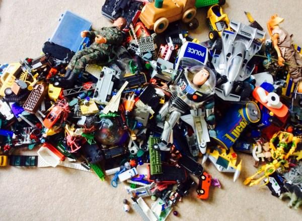 forgotten-toys-1050x770