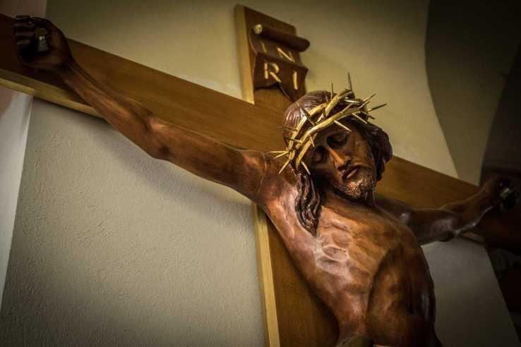 Jezus na krzyżu w kościele w Krobi