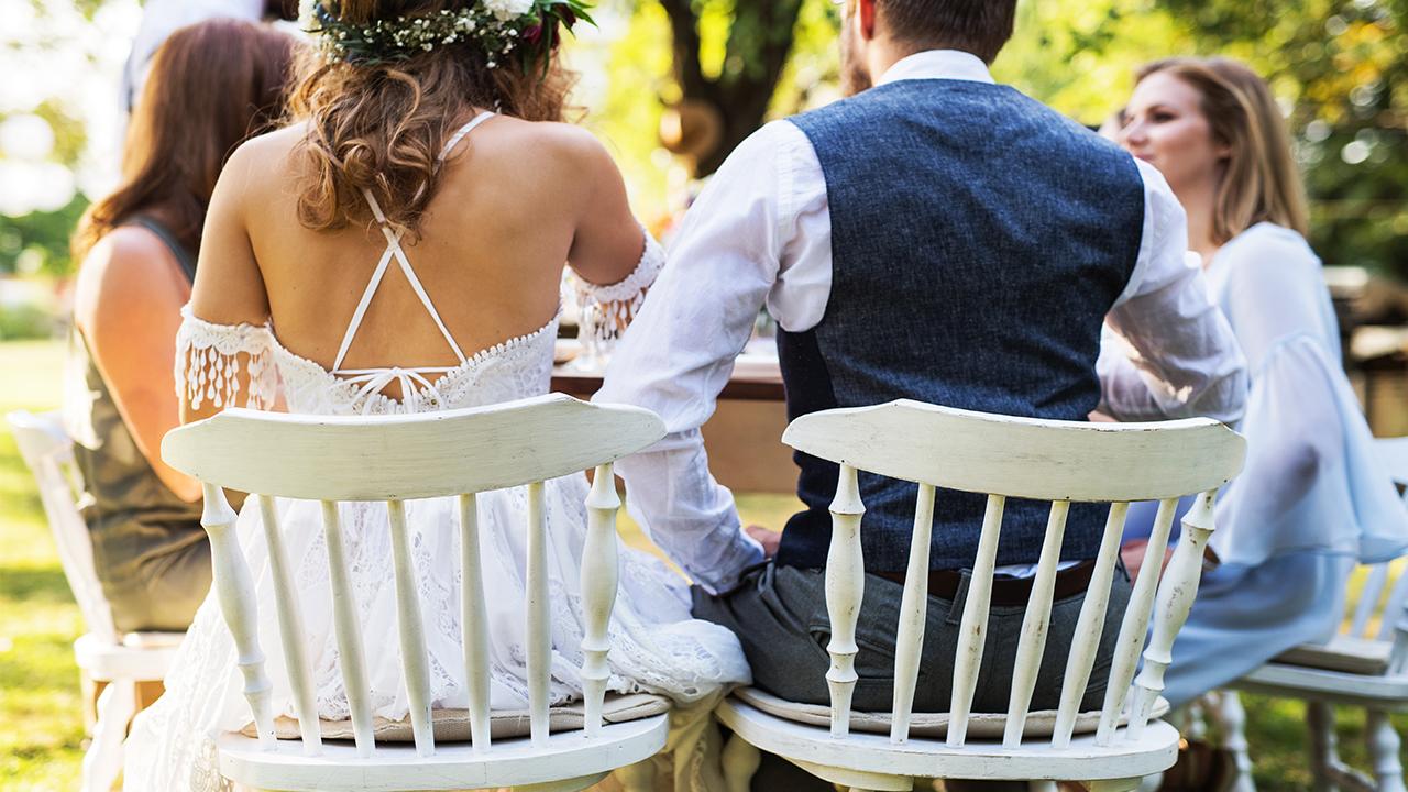 outdoor-wedding-bride-groom_1533309454479_391719_ver1_20180804054401-159532