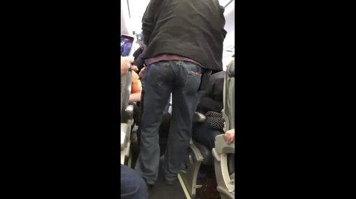United Passenger Removed_571169