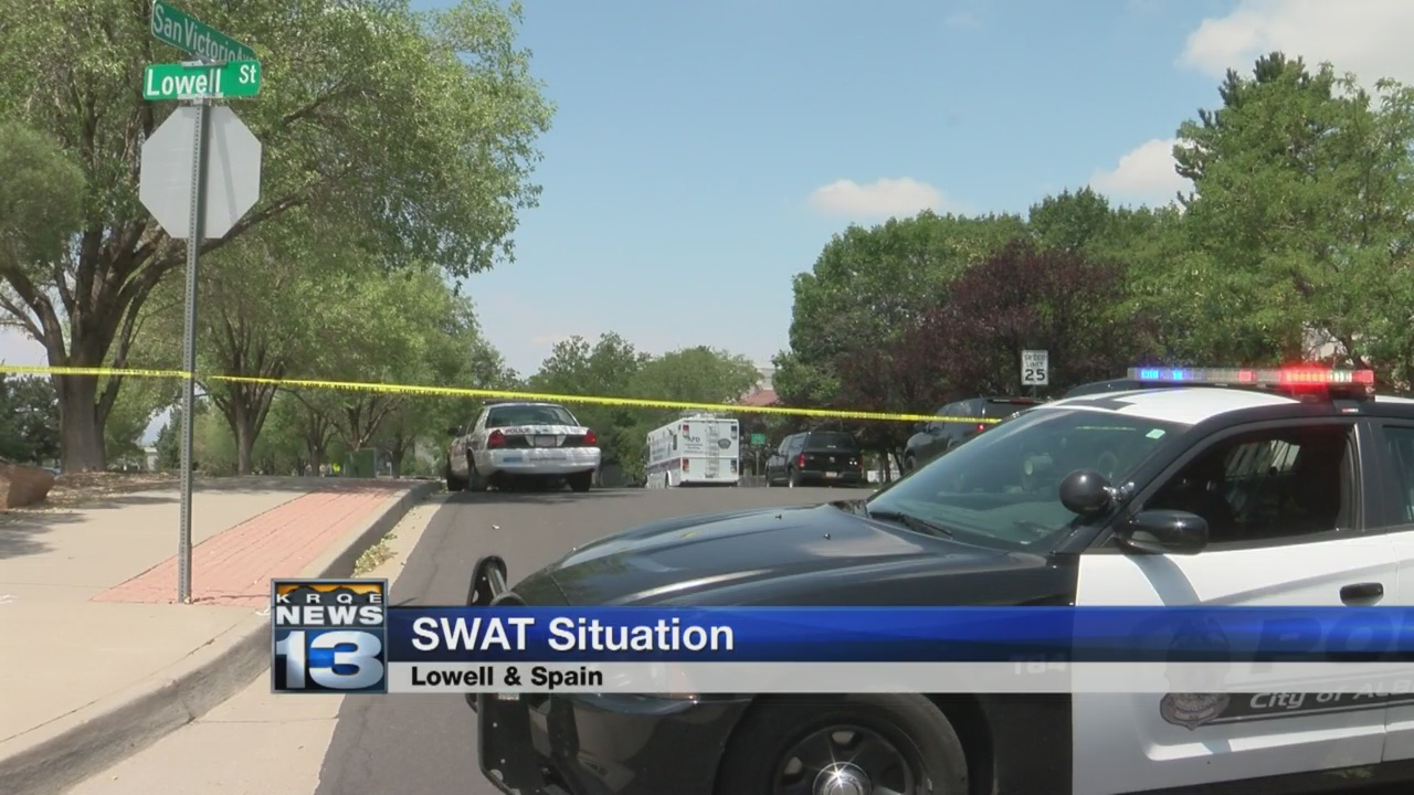 SWAT standoff puts northeast Albuquerque school on lockdown_1533075221296.jpg.jpg