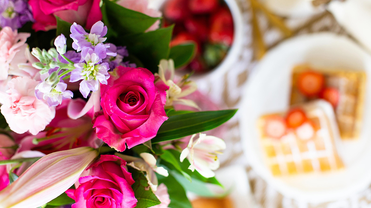 mothers-day-flowers_1525896616459_368640_ver1_20180511054802-159532