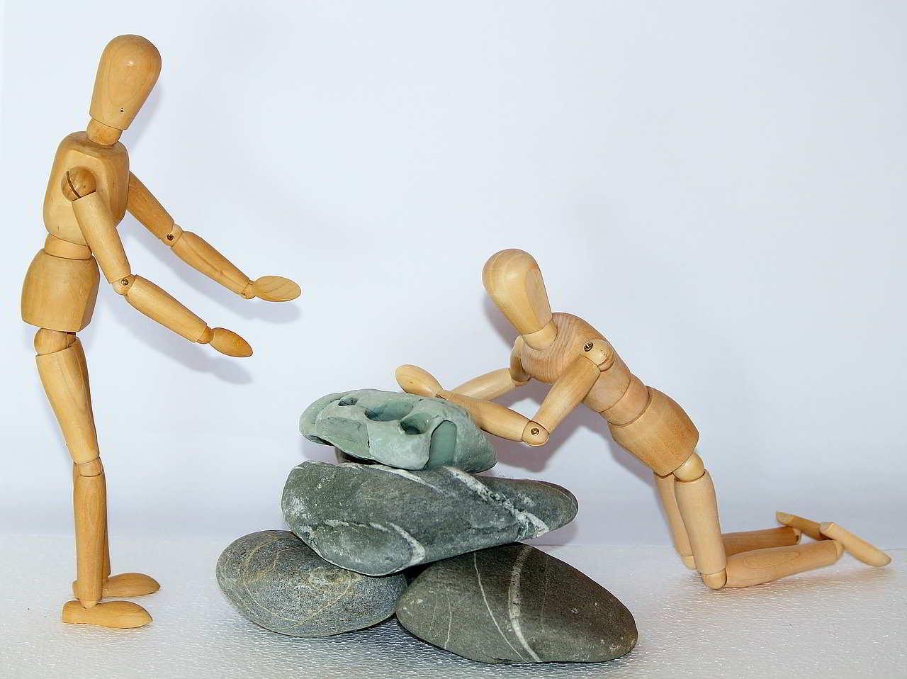 wooden-figures-980774_1280