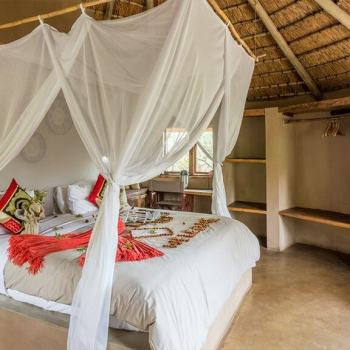 Umlani Bushcamp Double Hut Bedroom