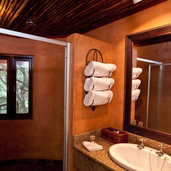 Monwana Game Lodge Honeymoon Suite Bathroom