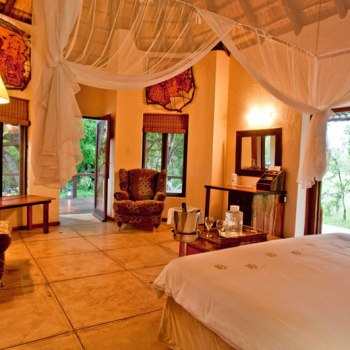Monwana Game Lodge Honeymoon Suite