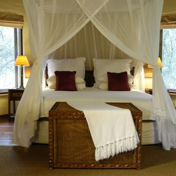 Nkaya Game Lodge Suite Bed