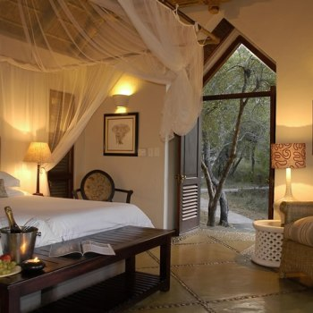 Thornybush Game Lodge Luxury Room - Honeymoon Turndown