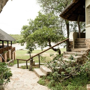 Sefapane River Lodge Rondavel Walkway