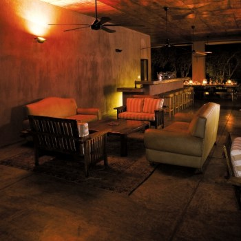 Honeyguide Mantobeni Camp Lounge and Bar