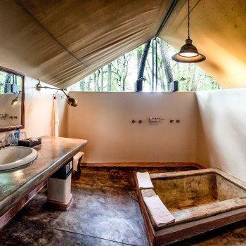 Honeyguide Mantobeni Camp Shower