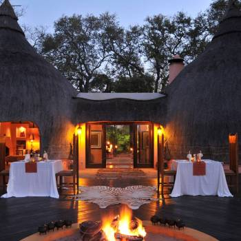 Hoyo Hoyo Safari Lodge Thatched Entrance
