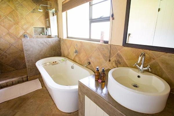Senalala Luxury Safari Camp Bathroom