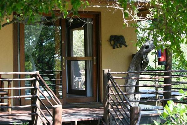 Toro Yaka Bush Lodge Elephant Room