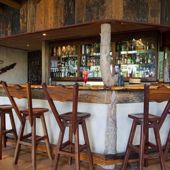Lukimbi Safari Lodge Bar Area