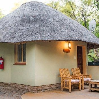Sefapane Lodge Rondawel Exterior