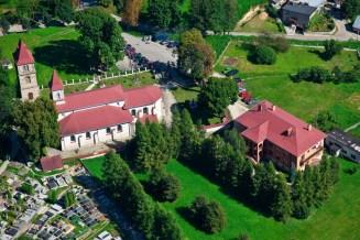 Kościół pw. św. Władysława w Kunowie z lotu ptaka (fot. arch. Gminy Kunów)