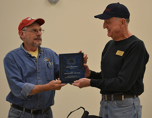 Joe Taylor (left) presented the 2015 Beekeeper of the Year Award to John Benham (right) at the KSBA fall meeting.