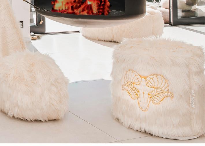 pouf ottoman de qualite en fourrure de substitution blanche avec broderie mouflons bronze mx home