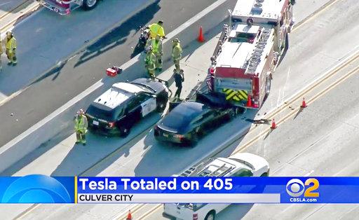 Tesla Freeway Crash_509576