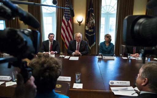 Donald Trump, John Barrasso, Lisa Murkowski_521109