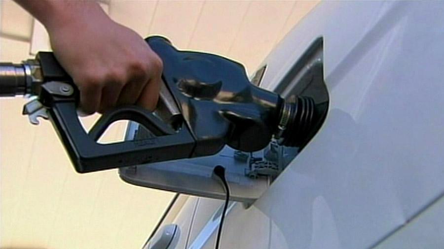Gas pump, gas prices.jpg