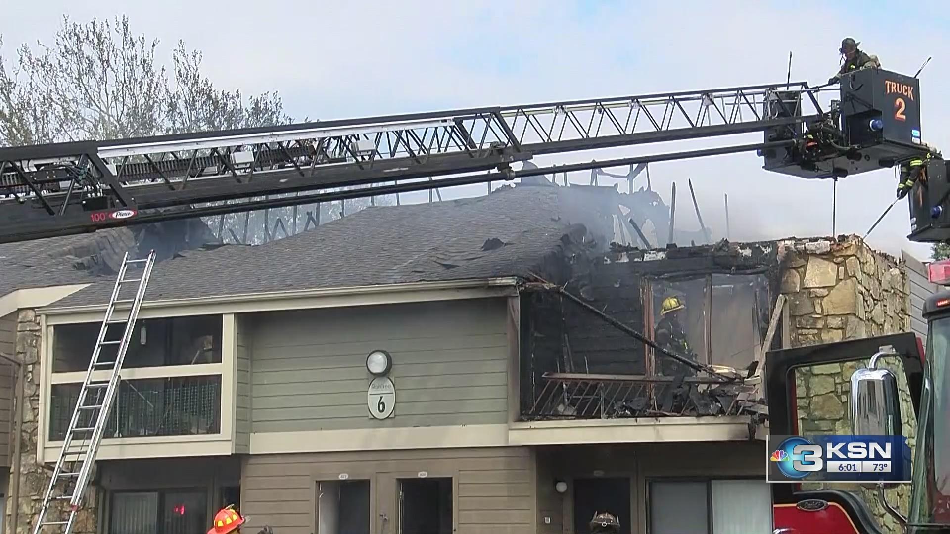 Crews_battle_apartment_fire_at_Raintree__1_20190426234612