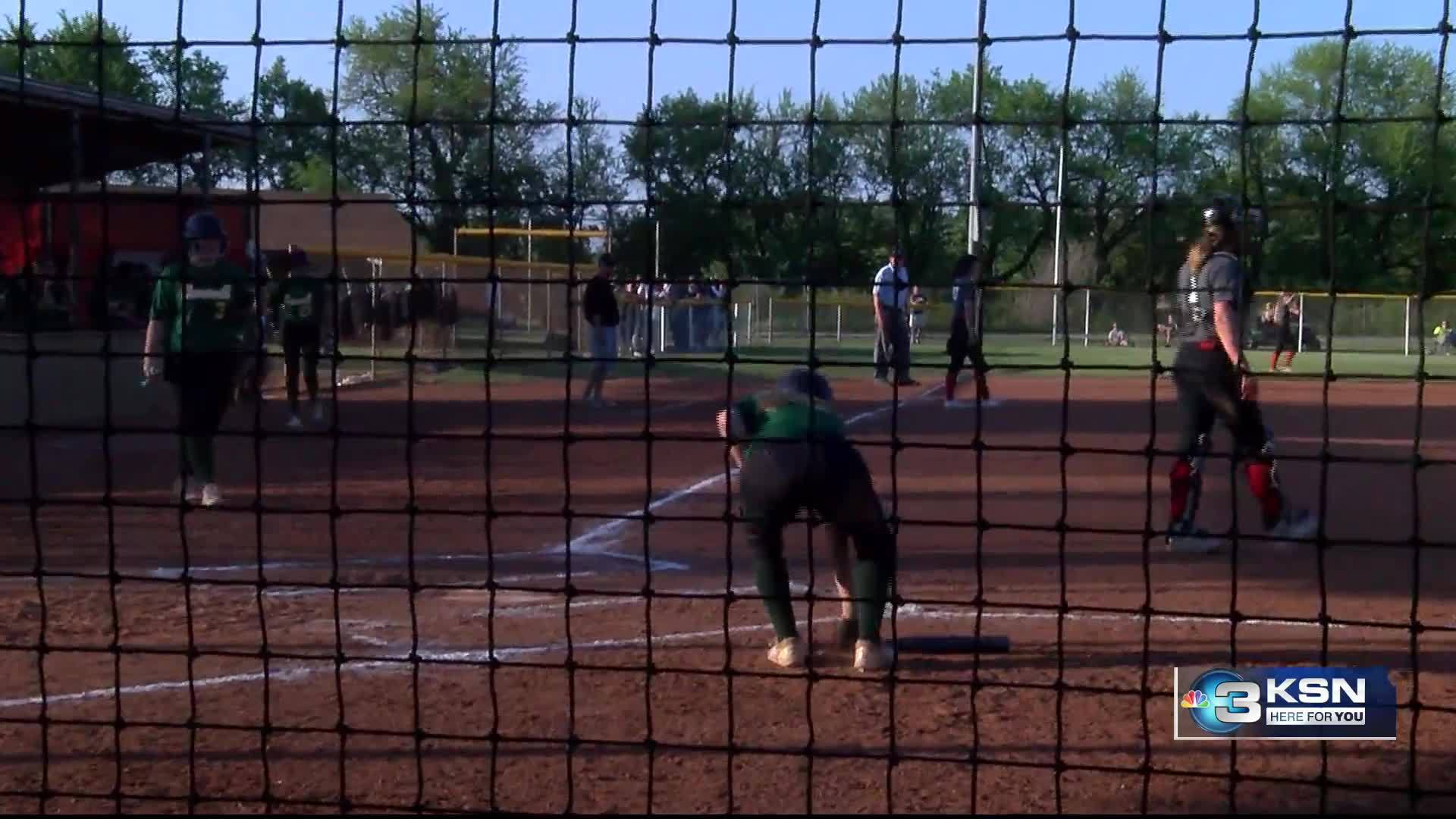 Bishop_Carroll_Softball_wins_regional_ti_3_20190516034728