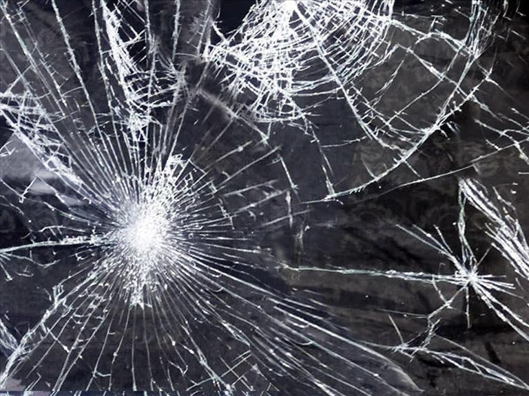 crash generic, broken glass, accident, wreck, generic (AP)_187918