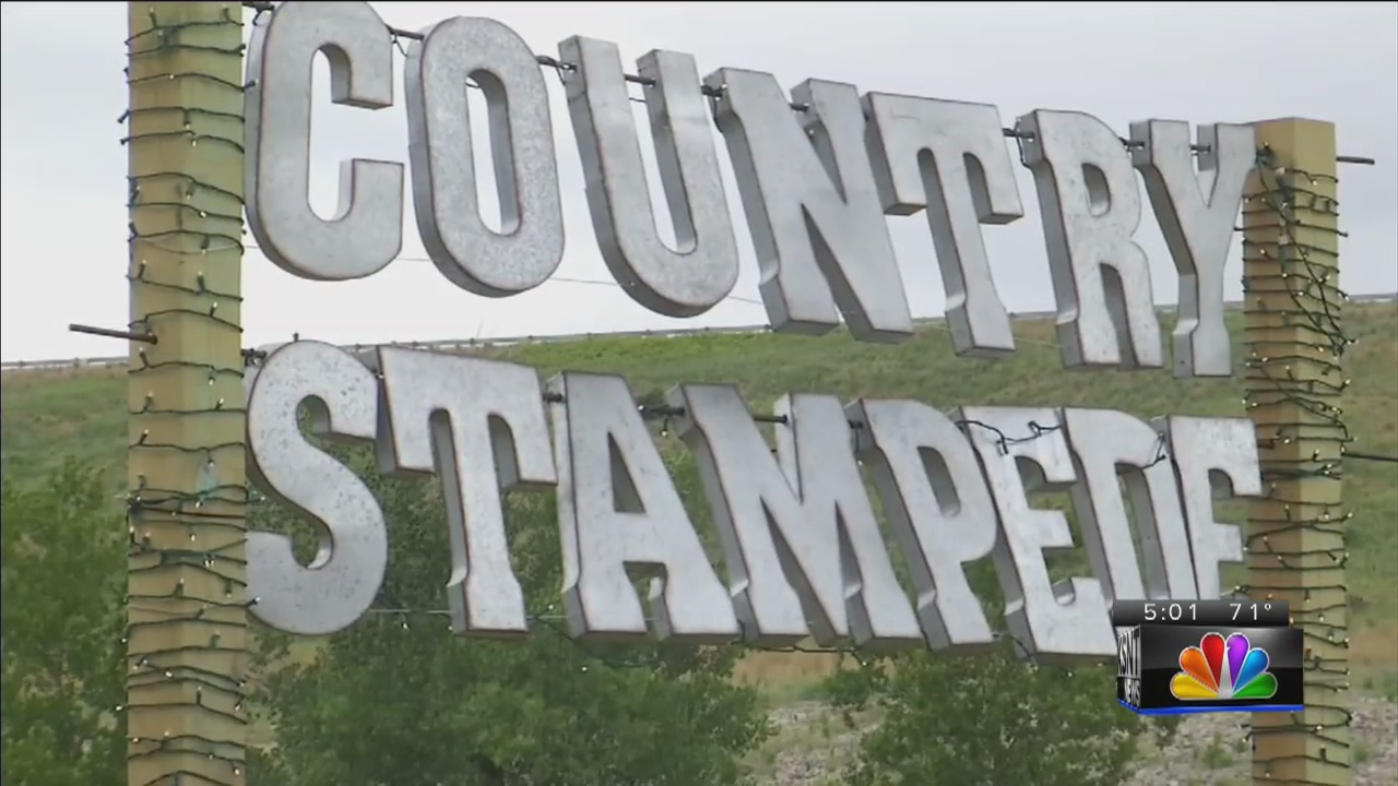 People rush to Country Stampede