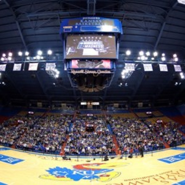 KU_basketball_Allen_Fieldhouse_kuathletics_03252018424_1522173216210.jpg