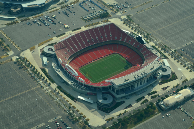 aerial_view_of_arrowhead_stadium_08-31-2013_121121