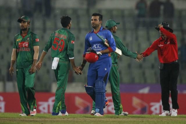 Dawlat Zadran hit the winning runs in a tense finish, Bangladesh v Afghanistan, 2nd ODI, Mirpur, September 28, 2016