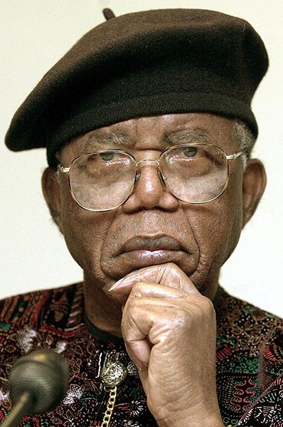 Chinua Achebe 2002