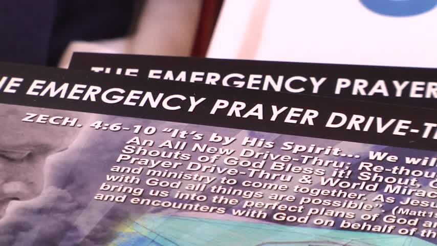 Pastor offers emergency prayer drive-thur_83568429-159532