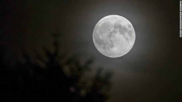 151224094921-full-moon-file-exlarge-169_36723495_ver1.0_640_360_1545434990422.jpg