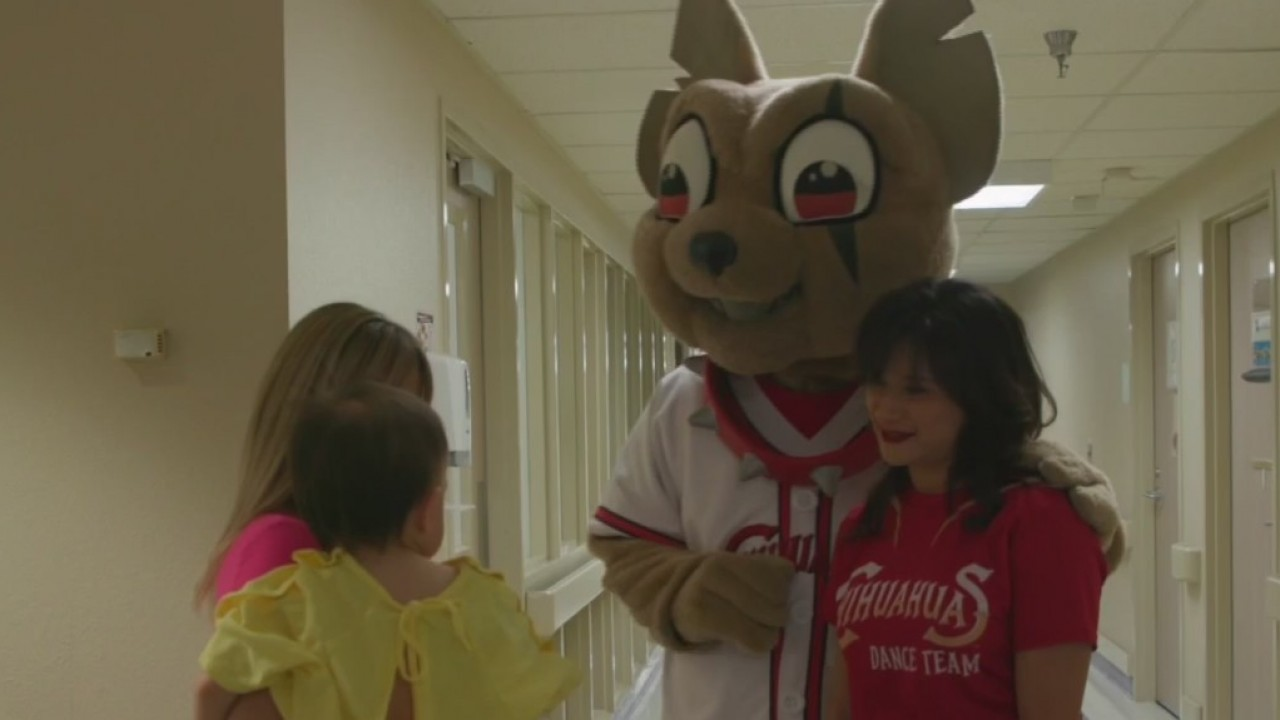 El Paso Chihuahuas visit children in hospital