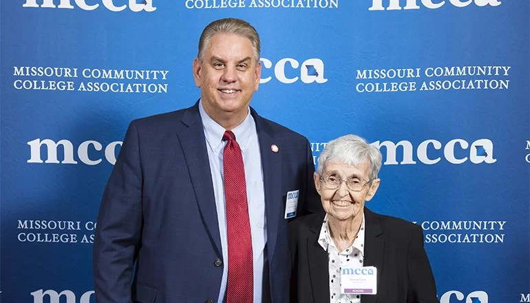 "Nanetta ""Nan"" Carter receives Missouri Community College Award of Distinction"