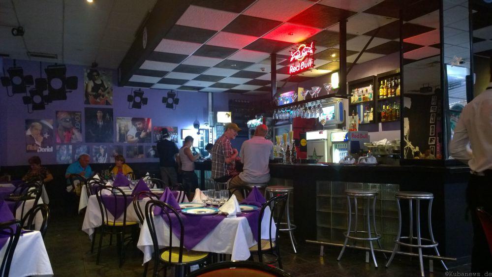 Blick in den Innenraum: Cafe TV im Edificio FOCSA