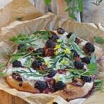 Jeżyny na koniec lata w Sezonowo od A do M. Pizza bianca!