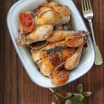 Kurczaki pieczone z kiszonymi cytrusami i tymiankiem. Ikigai