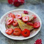 Francuskie tosty z truskawkami. Wiosenne śniadanie