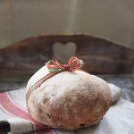 Vörtbröd. Szwedzki świąteczny chleb korzenny na piwie w grudniowej Piekarni