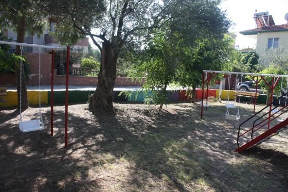 Bağbaşı çocuk Parkı Bakım Onarım Ve Boyama Işleri Yapılarak