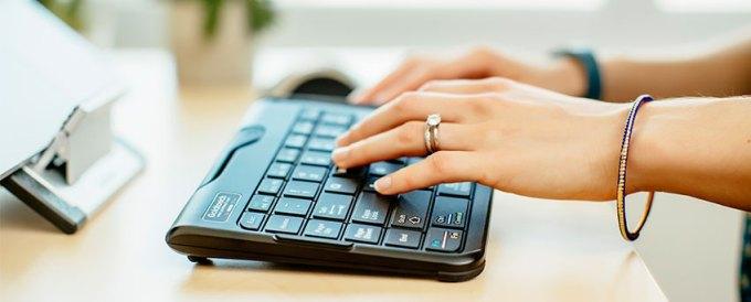 人体工程学键盘上打字