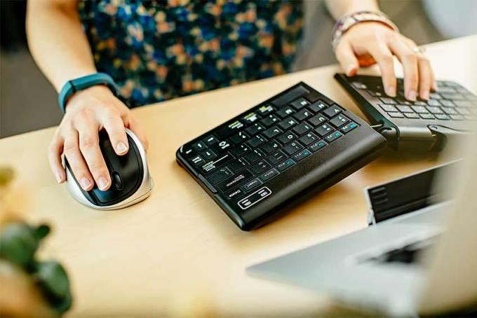 使用人体工程学键盘和鼠标